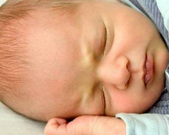 婴儿白内障有什么症状?