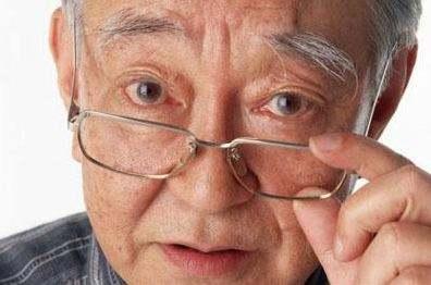 老花眼是否会引起白内障?