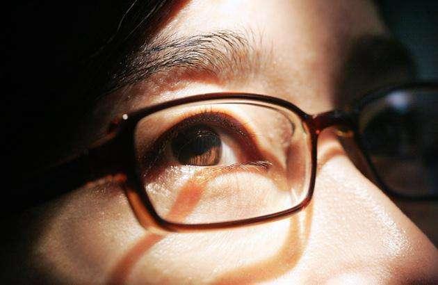 眼角膜太薄就一定要带眼镜吗?
